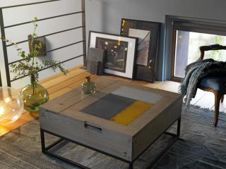 Table basse relevable pied métal. Option plateau métal. L80 x P 80 x H 39. Prix indicatif 1610€ + ecotaxe 3€