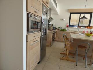 Cuisine en chêne de France massif modèle Roche à Aix en Provence