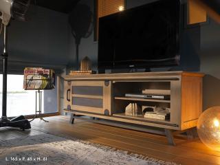 Meuble TV passerelle 1porte coulissante. L 165 x H 61 x P 45. Prix indicatif 1863€ + 5,2€ ecotaxe.