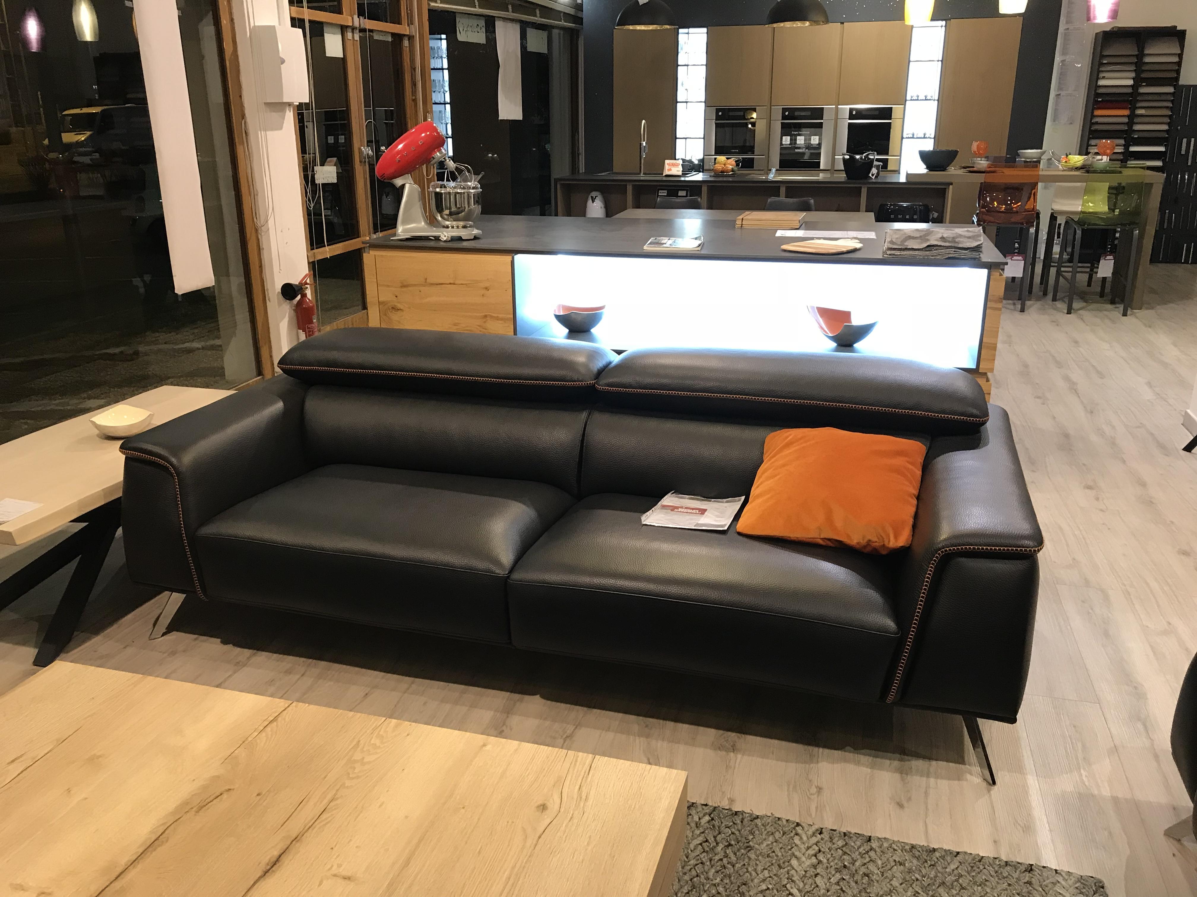 canap aston de bontempi divani la qualit le design et le confort made in italie. Black Bedroom Furniture Sets. Home Design Ideas